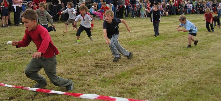 Image credit: Wikimedia Commons // Egg-and-spoon race.